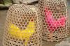Hahnenkampf ist fester Bestandteil der Kultur. Die Hähne werden gerne auch mal nur zum Spaß bunt eingefärbt