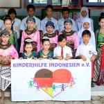 Gruppenfoto Schulkinder und Betreuer Kinderhilfe Indonesien, Zentraljava